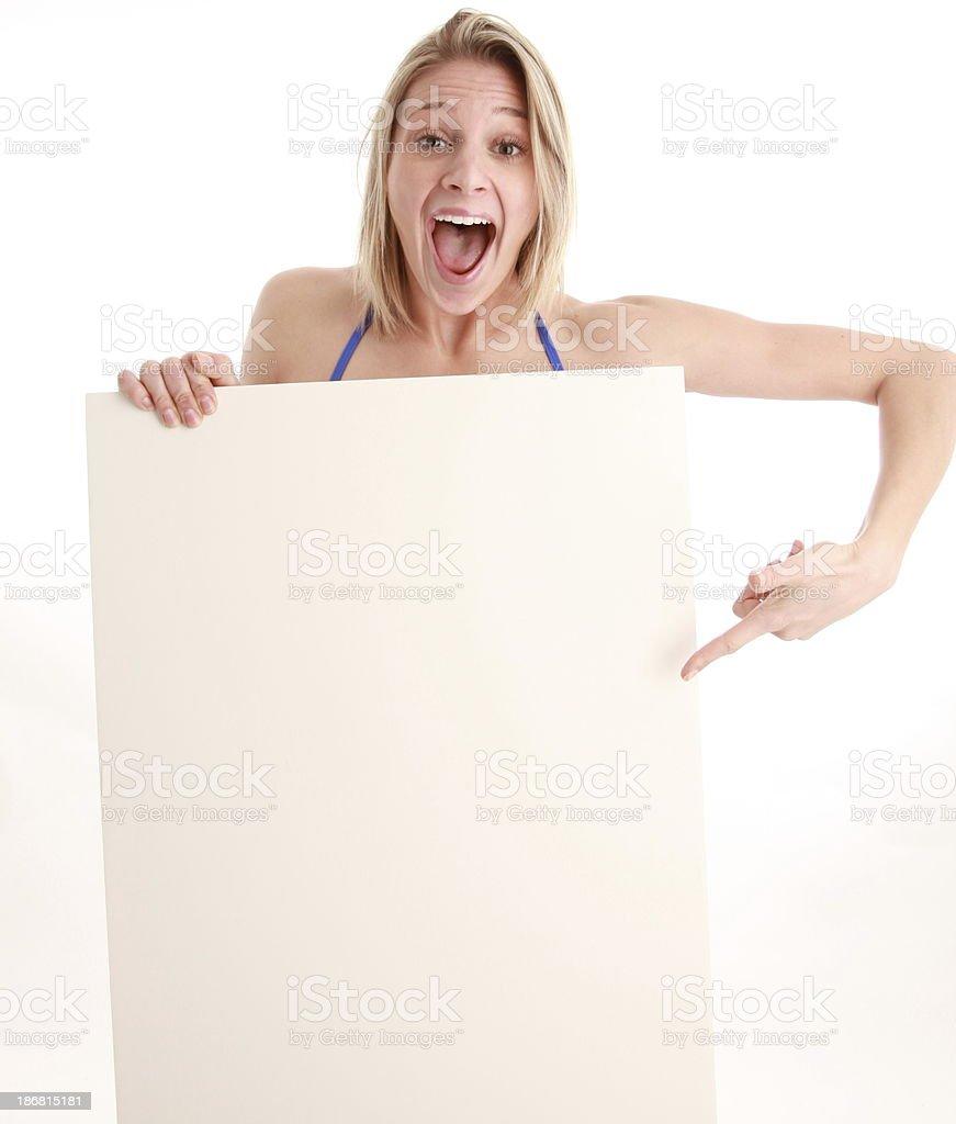 Une mujer apuntando a blanco señal foto de stock libre de derechos
