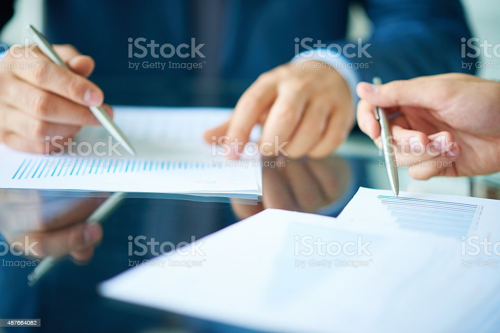 Expertizing the earnings growth stock photo