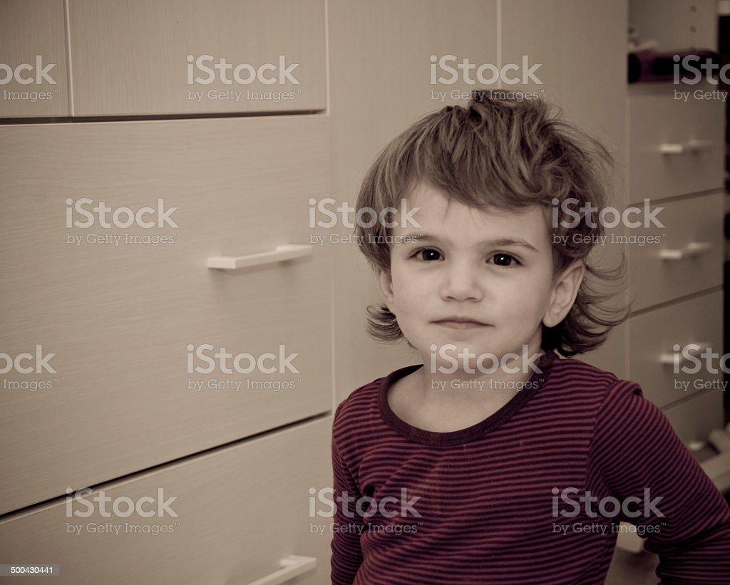 bambina espressiva casa stock photo