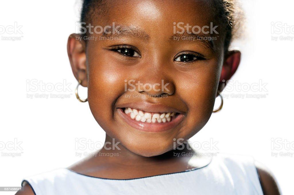 Gros plan de la petite fille africaine montrant teeth.T photo libre de droits