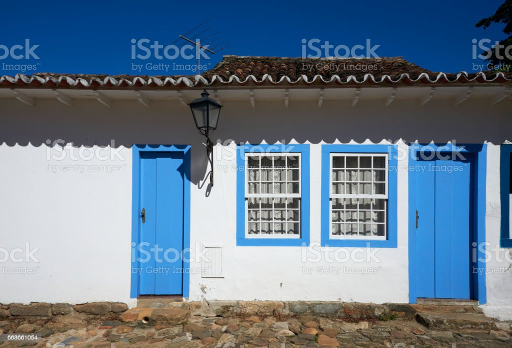 Fachada de casa colonial stock photo