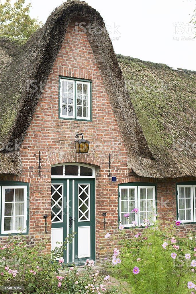T pica fachada de uma casa tradicional na ilha sylt for Fachada tradicional