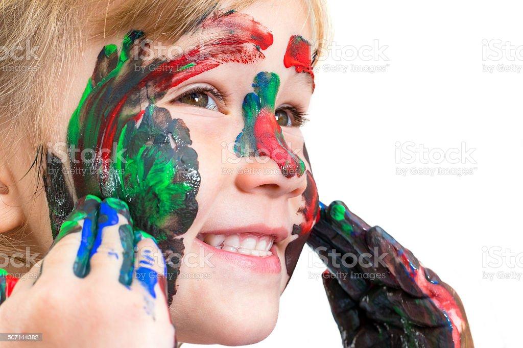 Photo de visage de l'enfant montrant peint visage. photo libre de droits