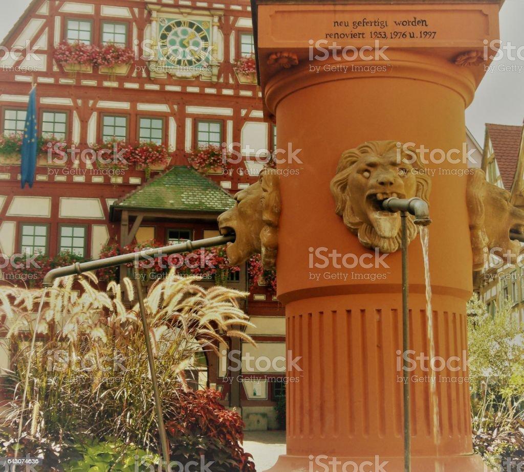 Fachwerkhaus mit Brunnen stock photo