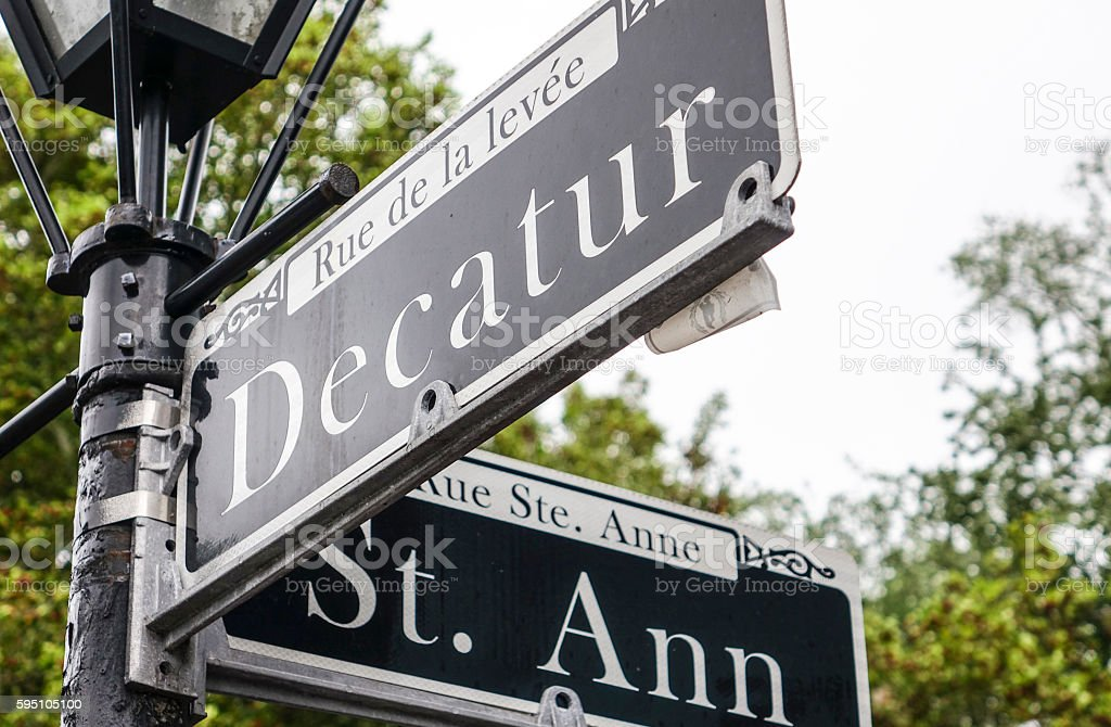 Famous Decatur Street in New Orleans French Quarter Lizenzfreies stock-foto