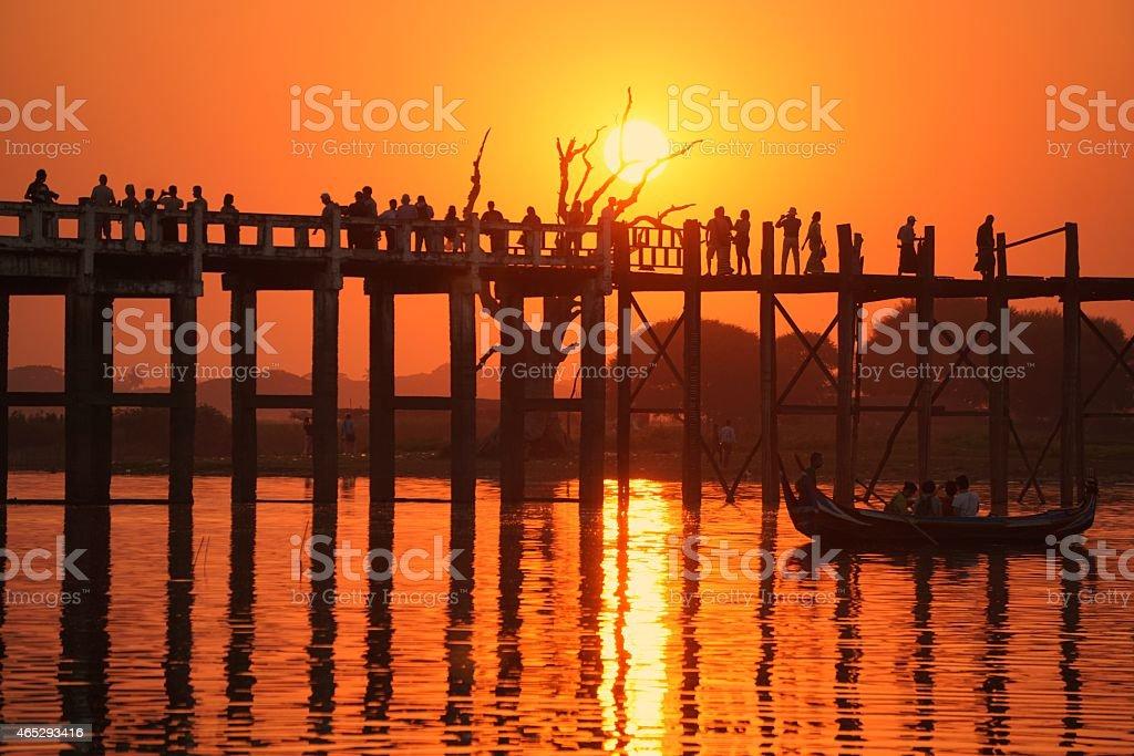 Znane U Bein bridge Mandalay Birmie o zachodzie słońca zbiór zdjęć royalty-free