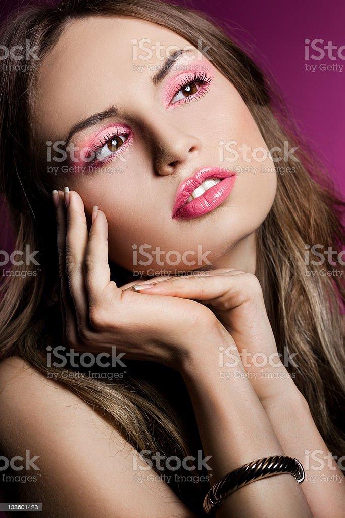 Moda mulher em Fundo rosa foto de stock royalty-free