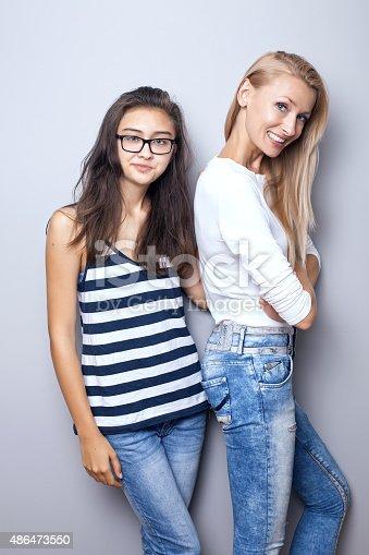 Молодые девушки в позах фото 53-469