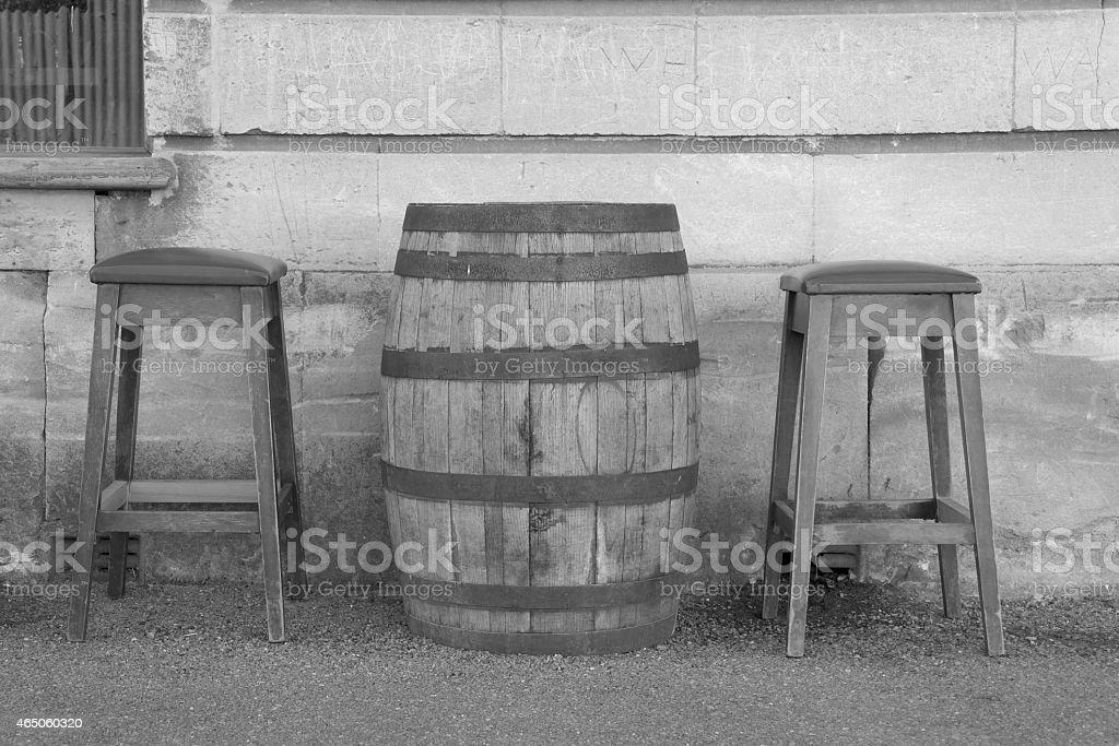 Fass und Barhocker stock photo