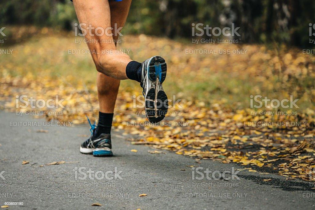 feet runner marathon running in autumn Park royalty-free 스톡 사진