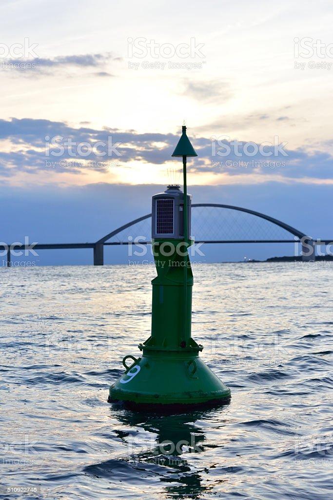 Fehmarnsundbrücke pôr-do-sol foto royalty-free