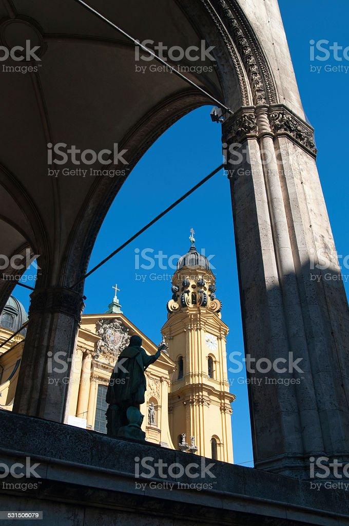 feldherrnhalle und theatinerkirche in münchen stock photo