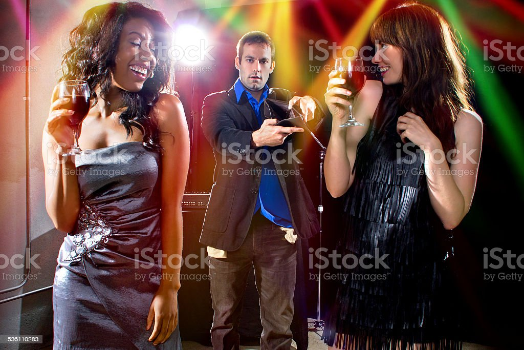 Female Gold Diggers at a Nightclub and a Male Victim stock photo