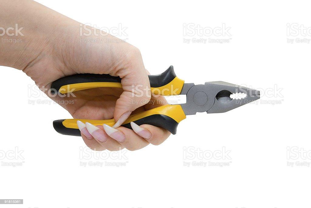 Femme main tenir noir et jaune pinces photo libre de droits