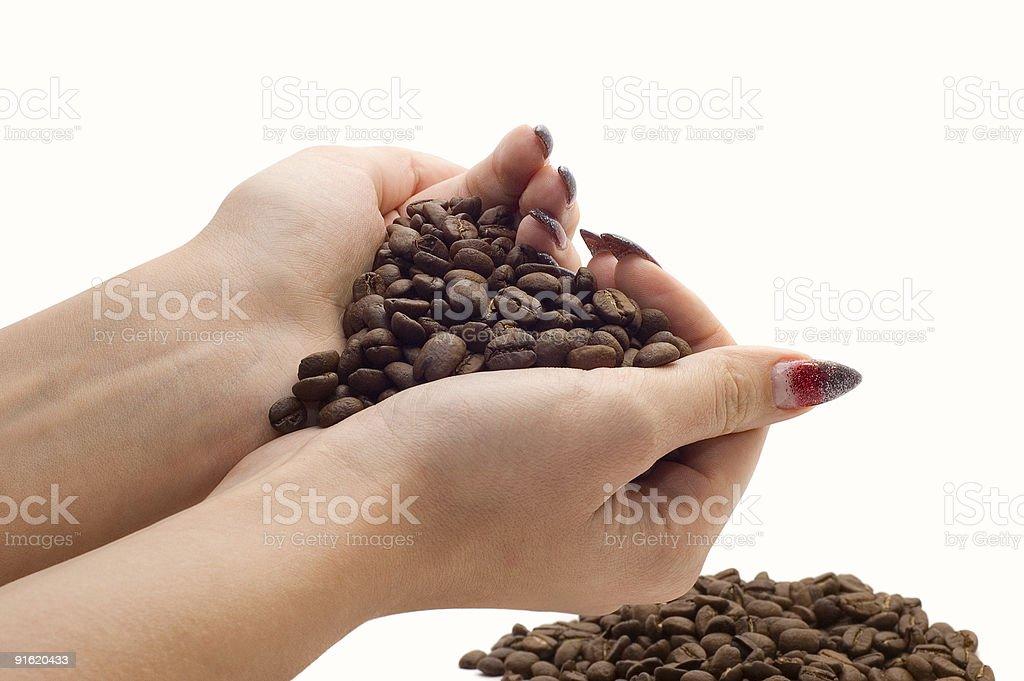 Femme mains et les grains de café photo libre de droits