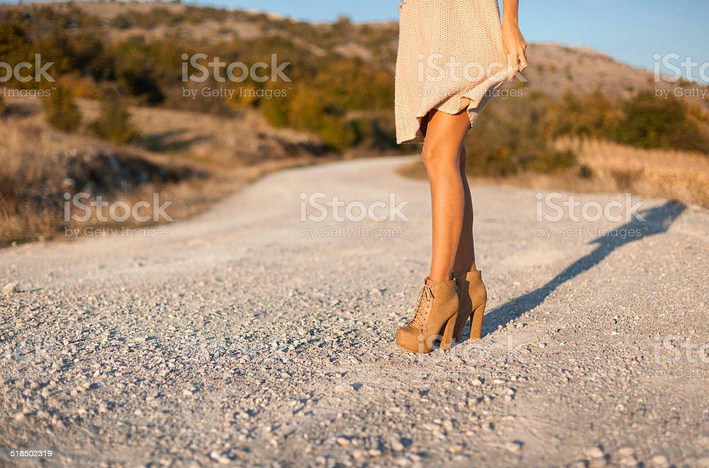 Mujeres piernas y zapatos de tacones altos foto de stock libre de derechos