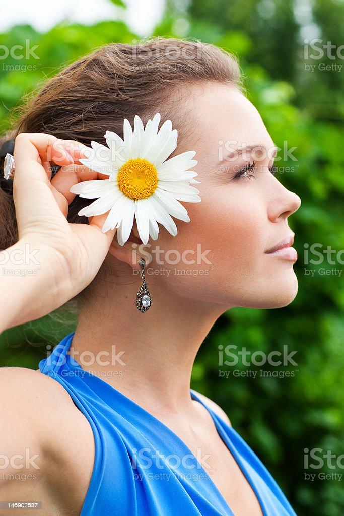Profil de femme avec fleurs photo libre de droits