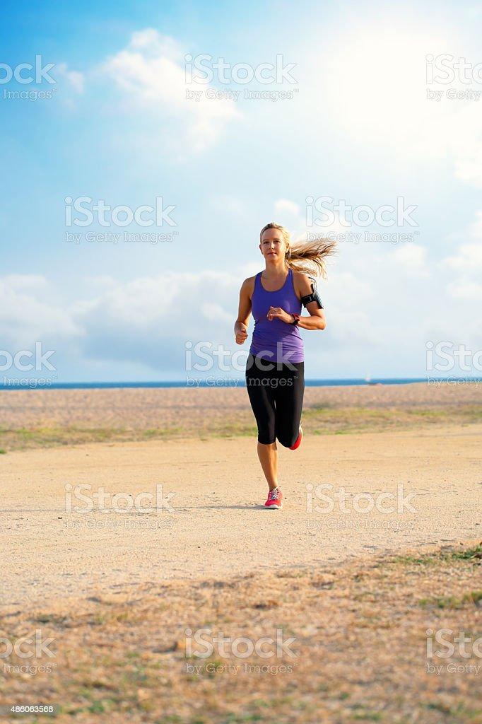 Femme coureur de bord de mer. photo libre de droits