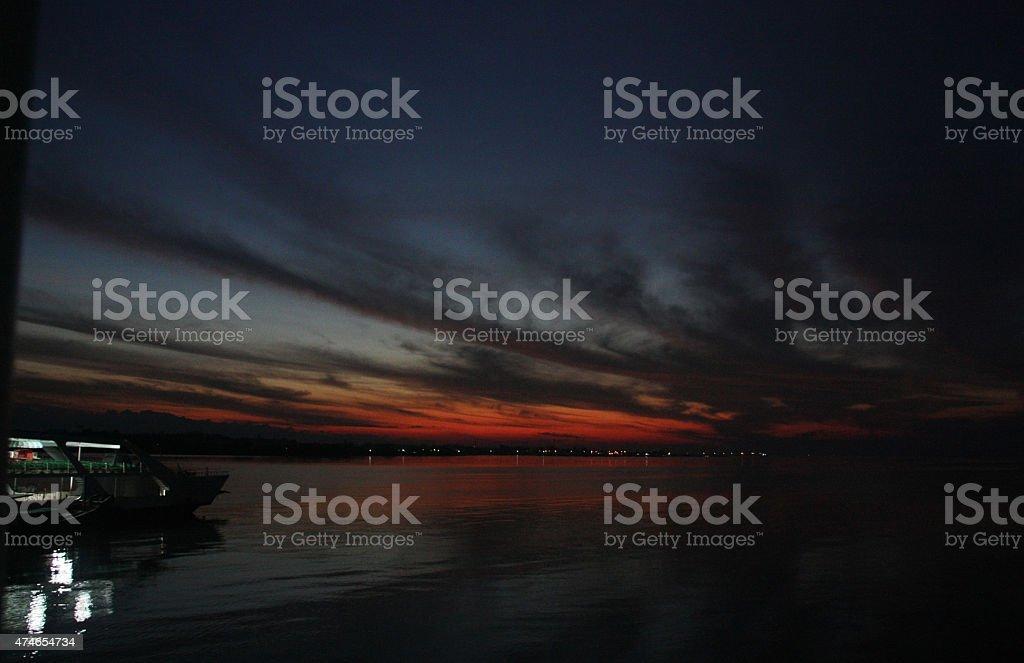 Ferry de darem início antes de nascer do sol foto de stock royalty-free