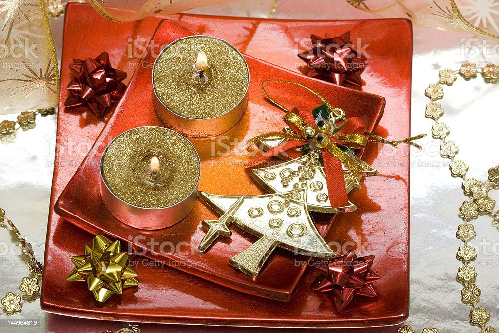 Vela com Decoração de Natal Festivo foto de stock royalty-free