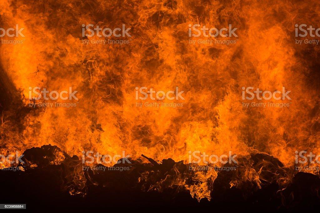 Feuer, lodernde Flammen stock photo