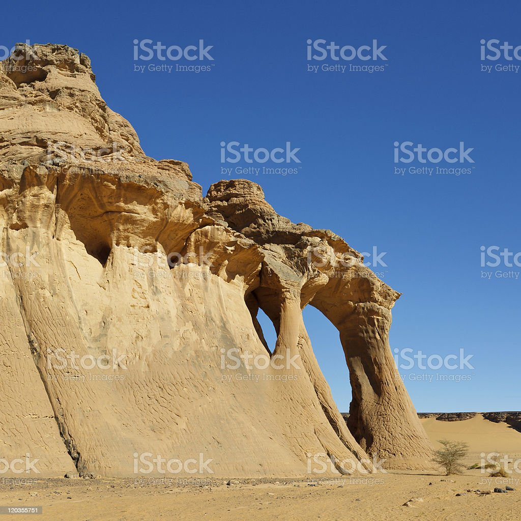 Fezzi Jaren Natural Rock Arch, Akakus (Acacus) Mountains, Sahara, Libya stock photo