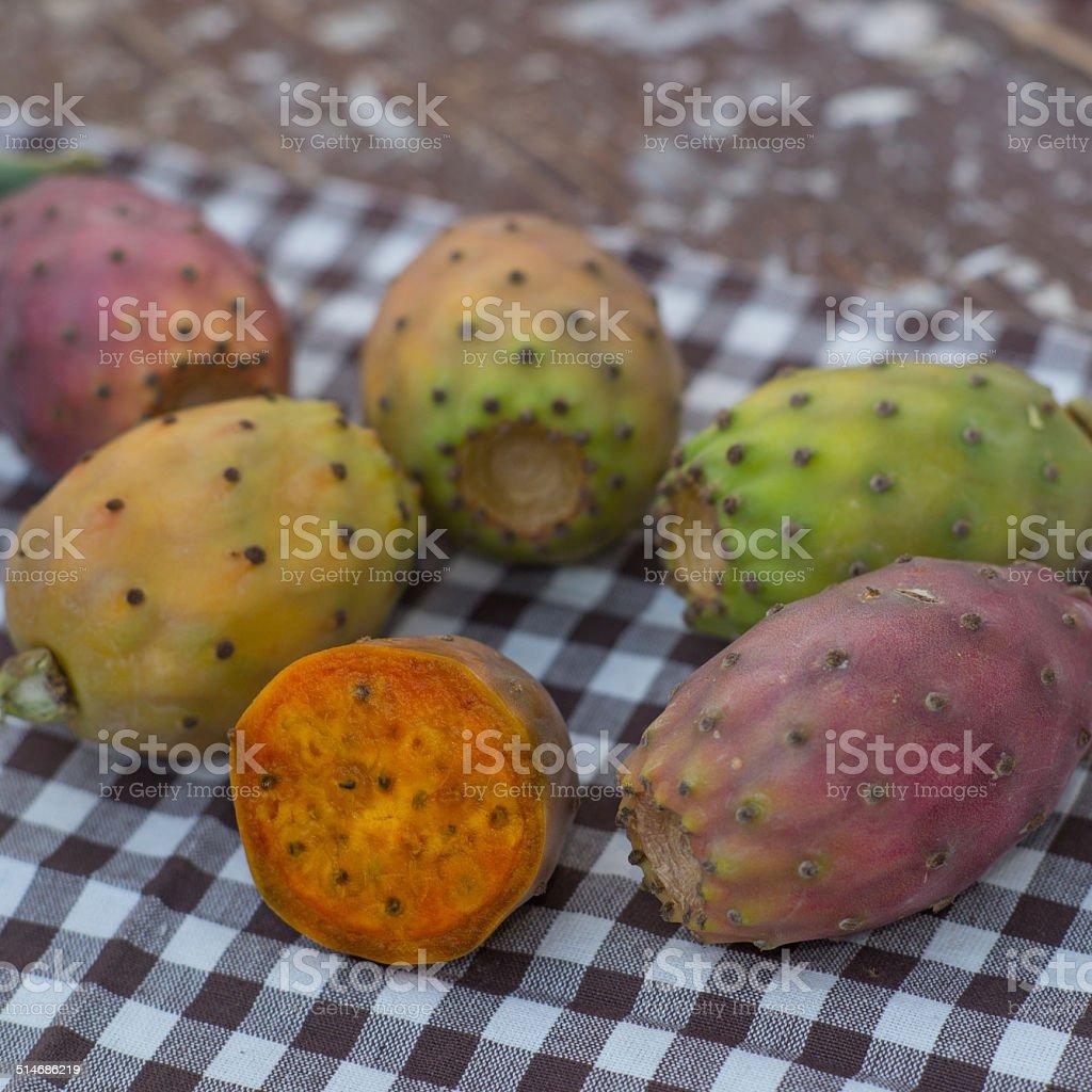fichi d'india su un tovagliolo stock photo