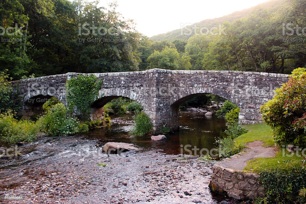 Fingle Bridge: Stone arch road bridge over the River Teign stock photo