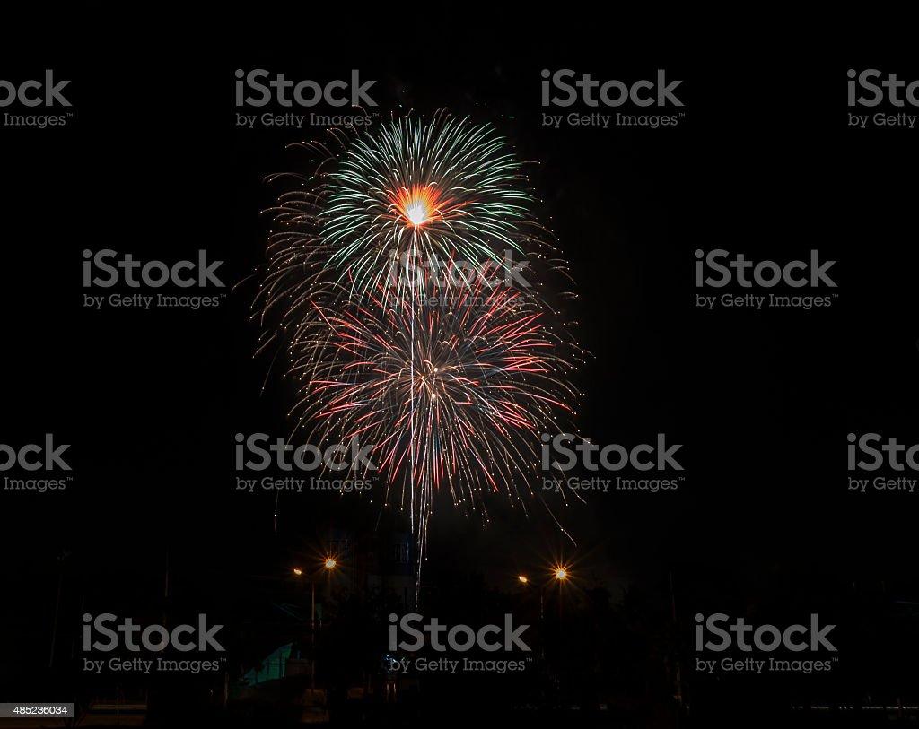 Fajerwerki Rozpal niebo z Olśniewający wyświetlacz zbiór zdjęć royalty-free