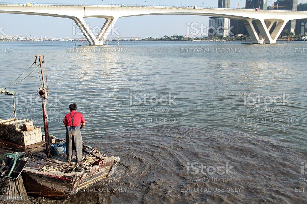 Pescatore nel Delta del Fiume Perla, Cina. foto stock royalty-free