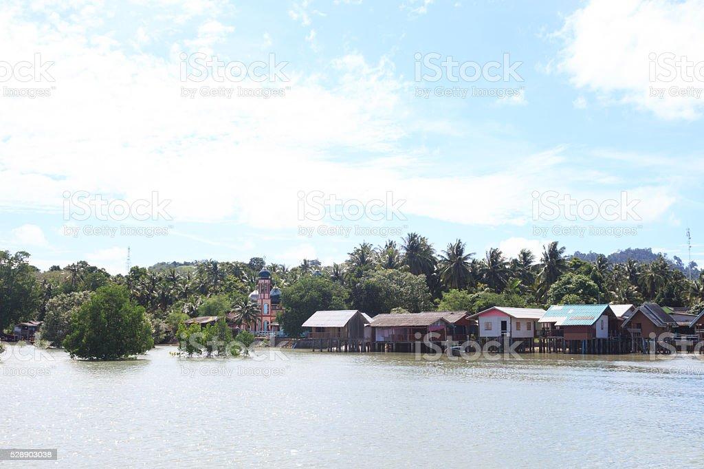 Рыбацкий поселок и плавающие дома Встаньте на море Стоковые фото Стоковая фотография