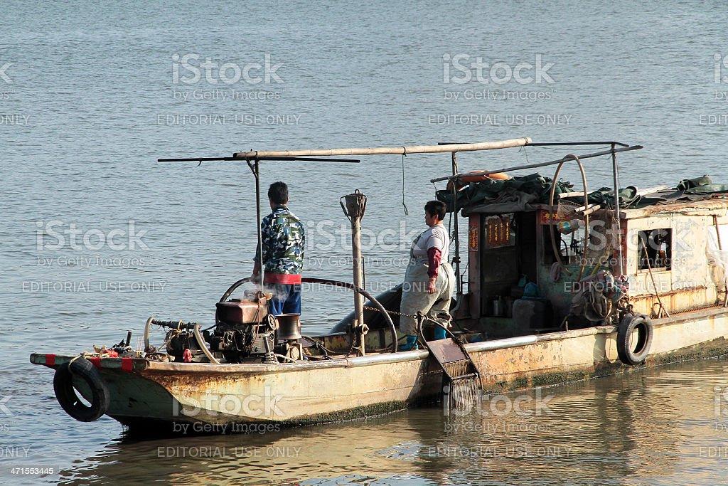 Barca da pesca nel Delta del Fiume Perla foto stock royalty-free