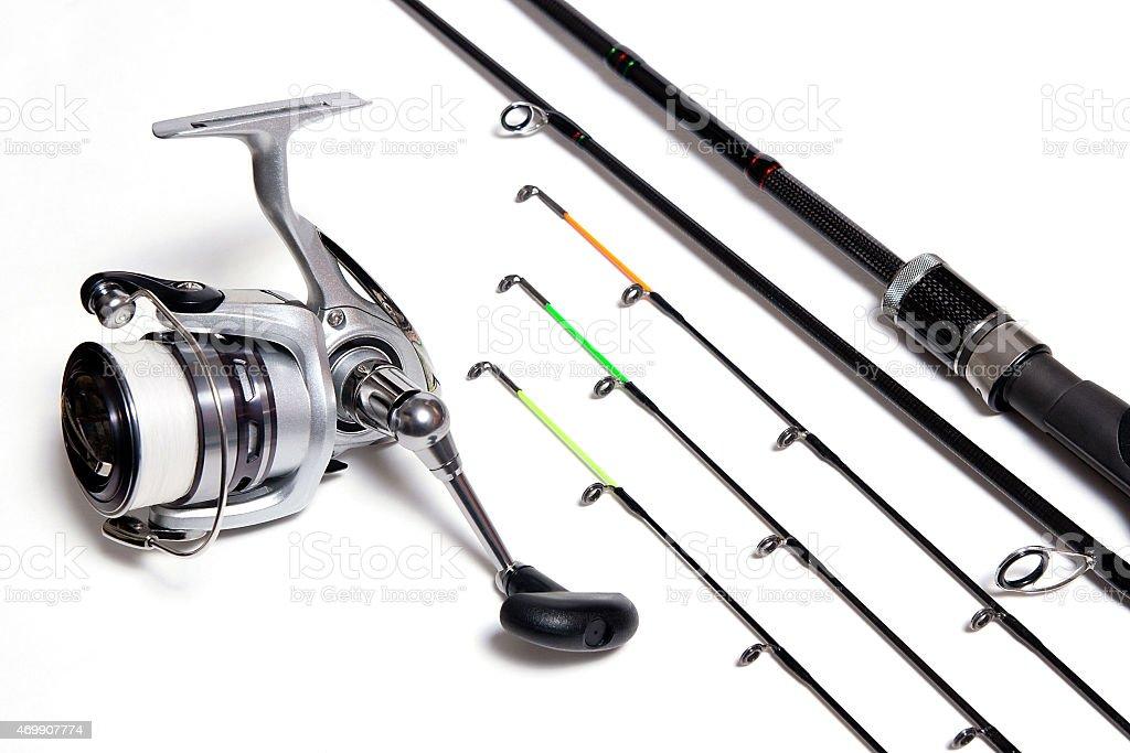 Alimentador carrete de pesca y sobre fondo blanco. foto de stock libre de derechos