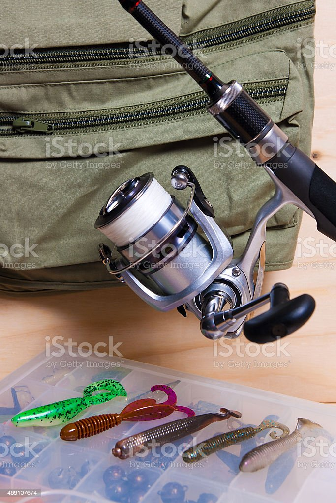 Caña de pescar y carrete con silicona baits. foto de stock libre de derechos