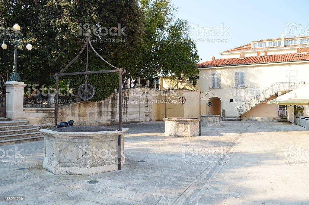 Cinco wells square en Zadar foto de stock libre de derechos