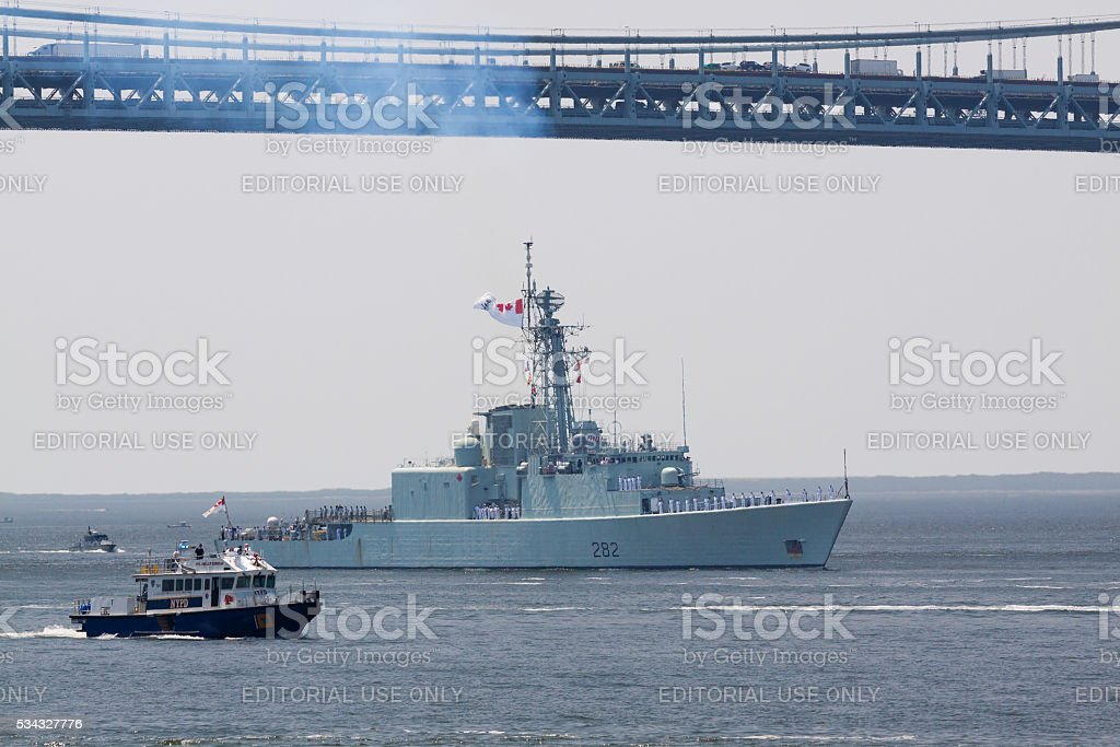 NYC Fleet Week 2016, Canadian Destroyer HMCS Athabaskan (D 282). stock photo