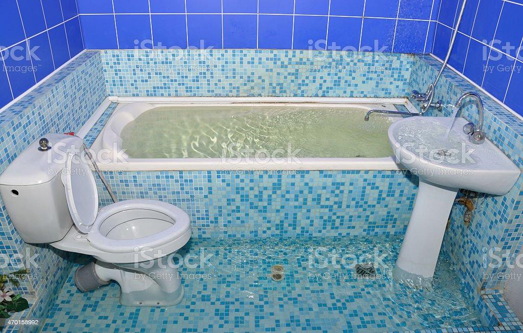 Überschwemmung Im Badezimmer · Überschwemmung Im Badezimmer