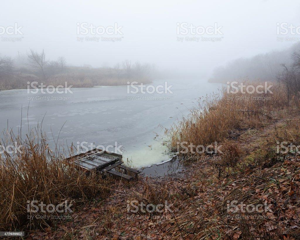 Niebla al río foto de stock libre de derechos