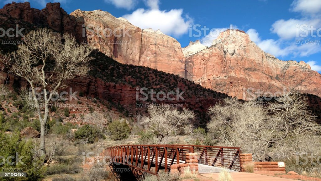 Footbridge over the Virgin River along Pa'rus Trail in Zion National Park looking up toward the Beehives and West Sentinel peaks in late winter and early spring stock photo