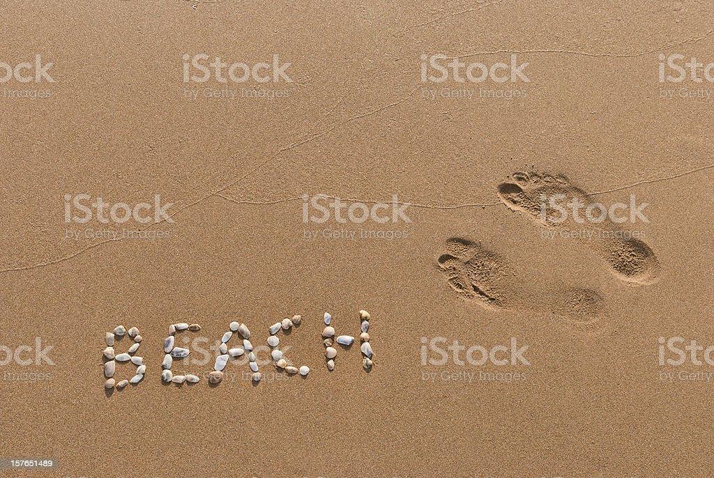 Huellas en la arena - foto de stock