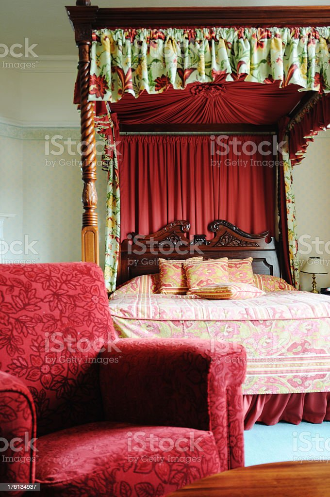 Four-poster bed in suite stock photo