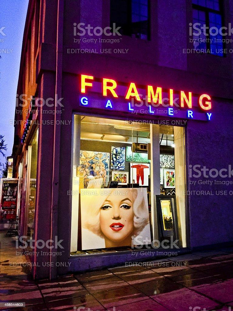 Вечерние  магазин в галерее
