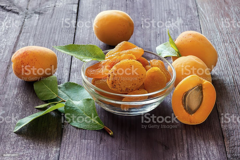 Fresh apricots and dry fruits foto de stock royalty-free
