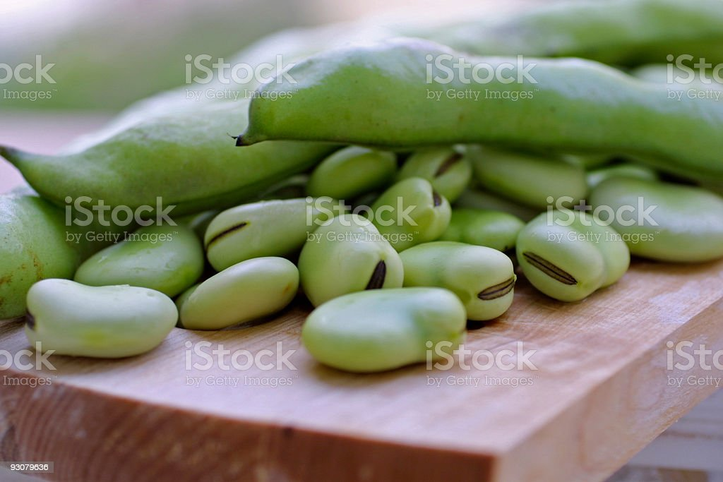 fave fresche in luce naturale stock photo
