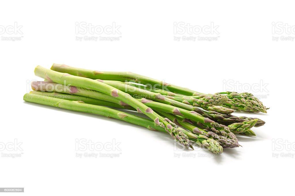 Aspargos verdes frescas em branco foto royalty-free