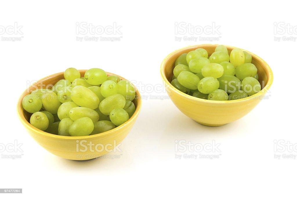 Raisin vert frais dans des bols photo libre de droits