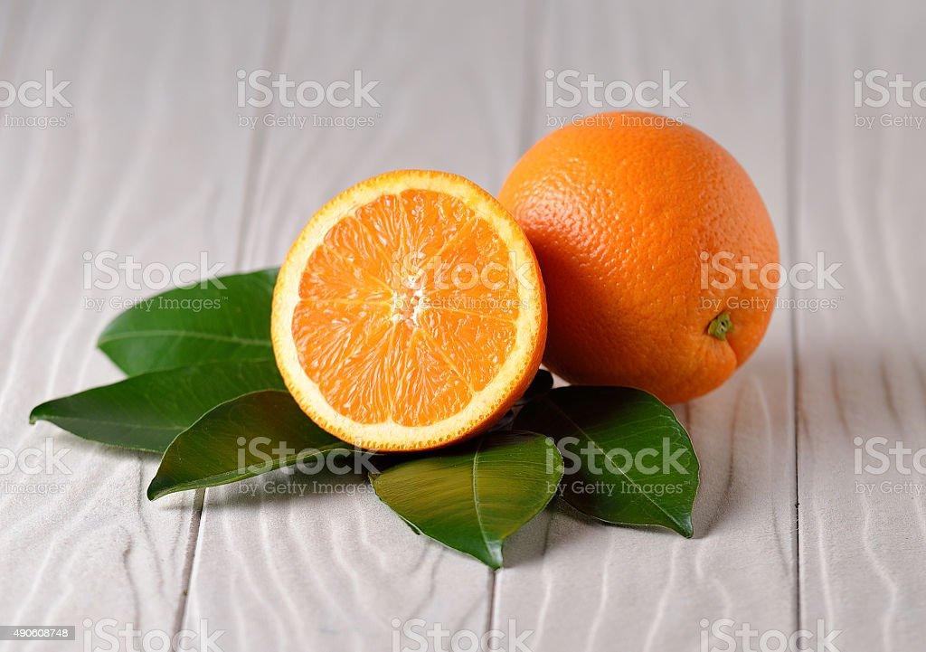 Świeże orange na białym tle drewniane zbiór zdjęć royalty-free