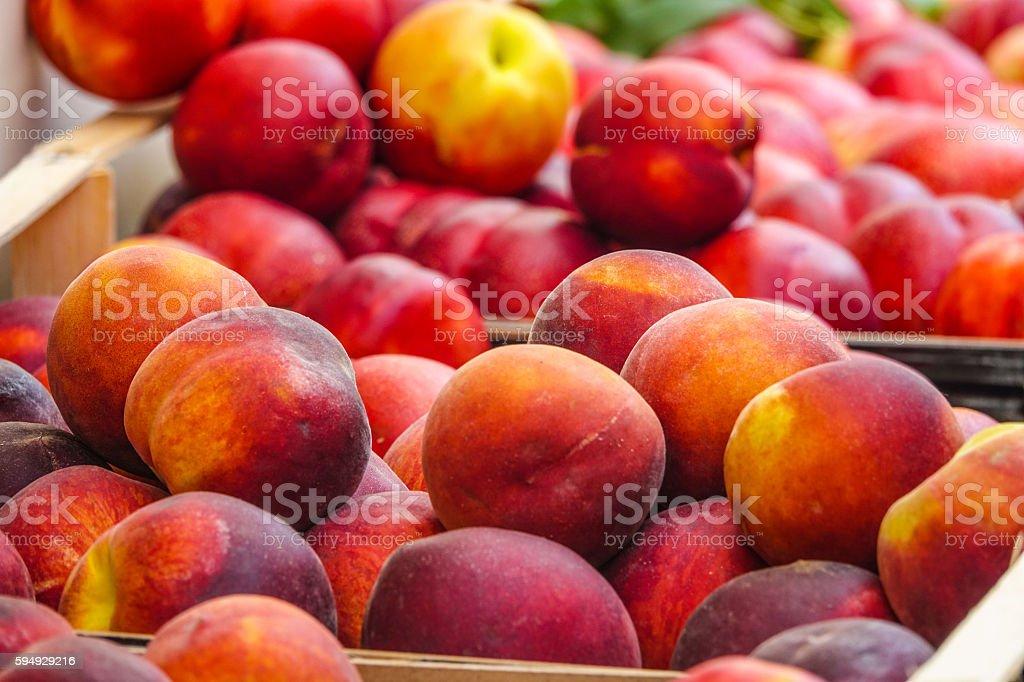 Fresh peaches on a fruit market - Peach sale Lizenzfreies stock-foto