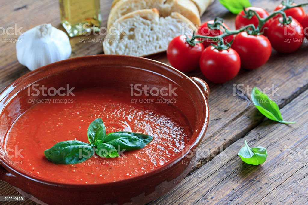 frische tomatensuppe stock photo