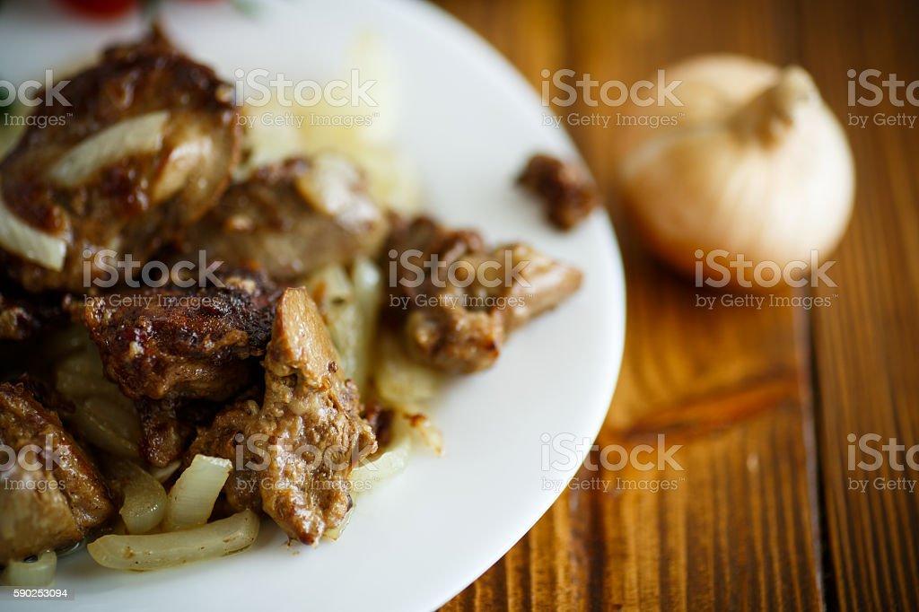 Куриная печень с луком тушенаяы с фото